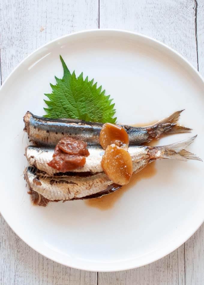 Comment enlever le bord de la sardine?