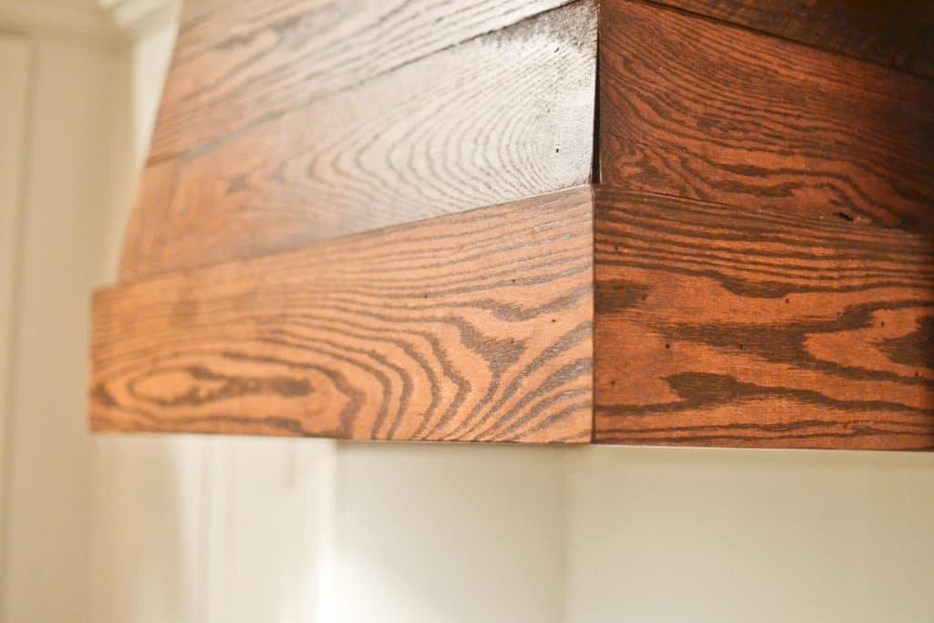 Comment installer une hotte décorative?